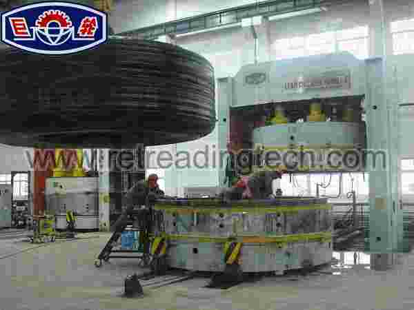 Giant OTR Tire Press manufactured by Yalun for Hanan China.